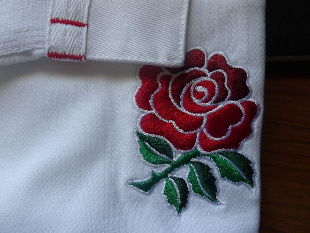 イングランドのジャージに刺繍されたローズ