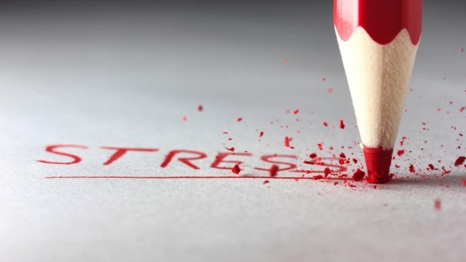 ストレスが健康を害することを示す図