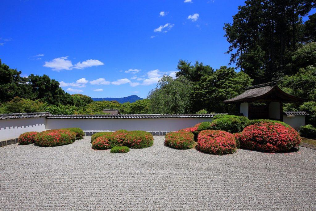 借景を利用した日本式庭園
