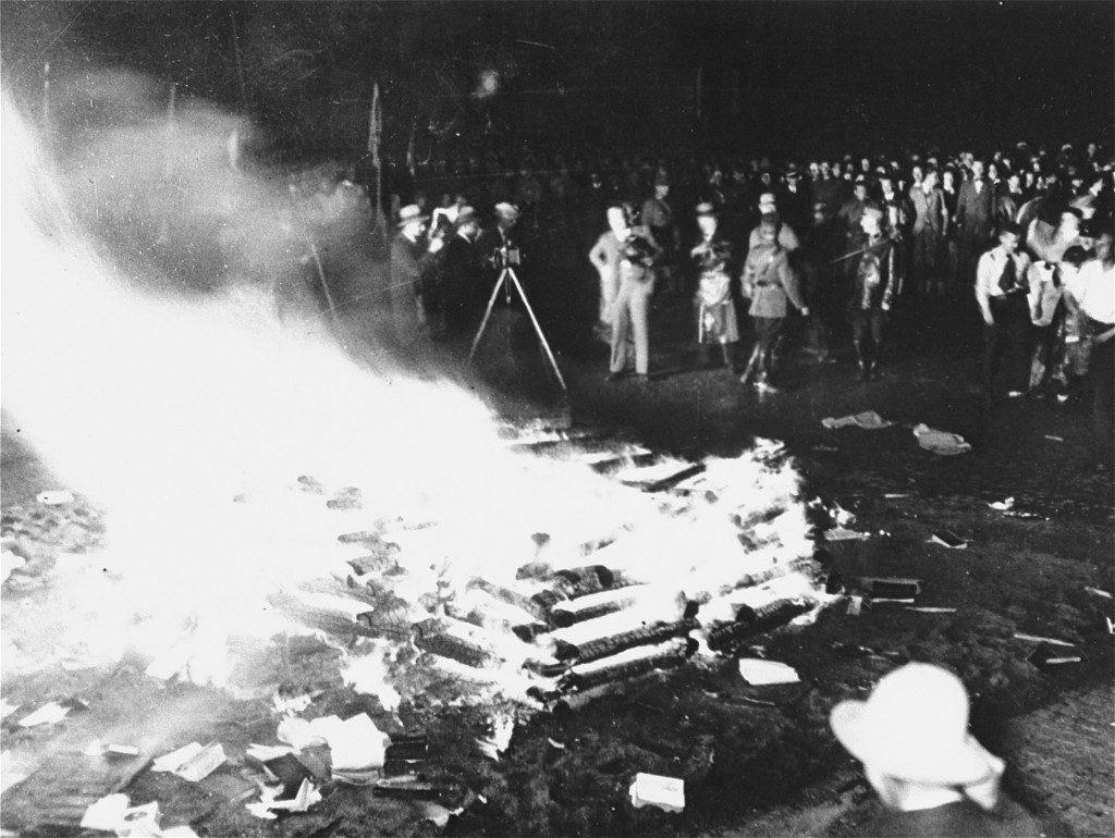 ナチスによる前衛芸術の弾圧の様子