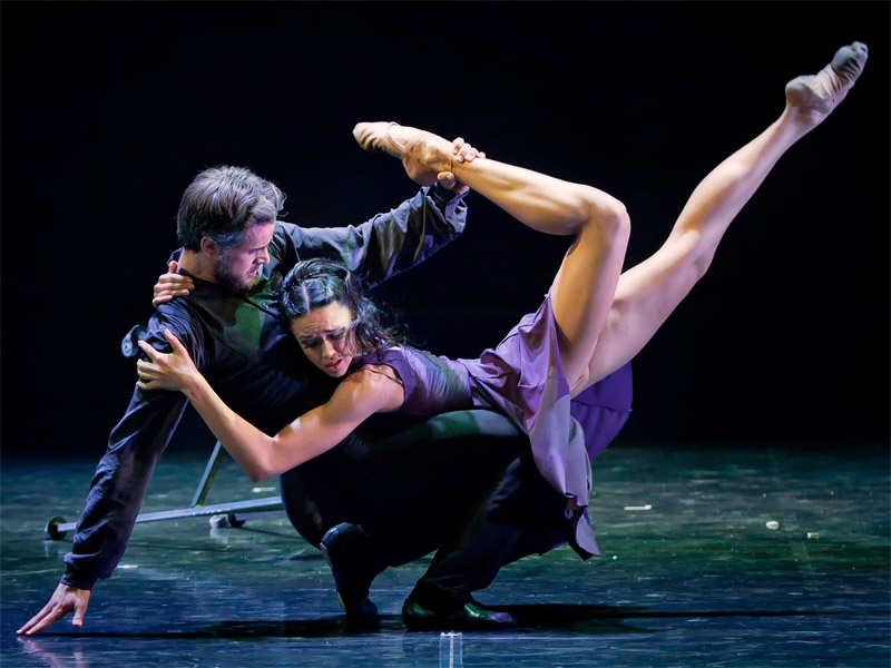 心理バレエを踊るダンサー