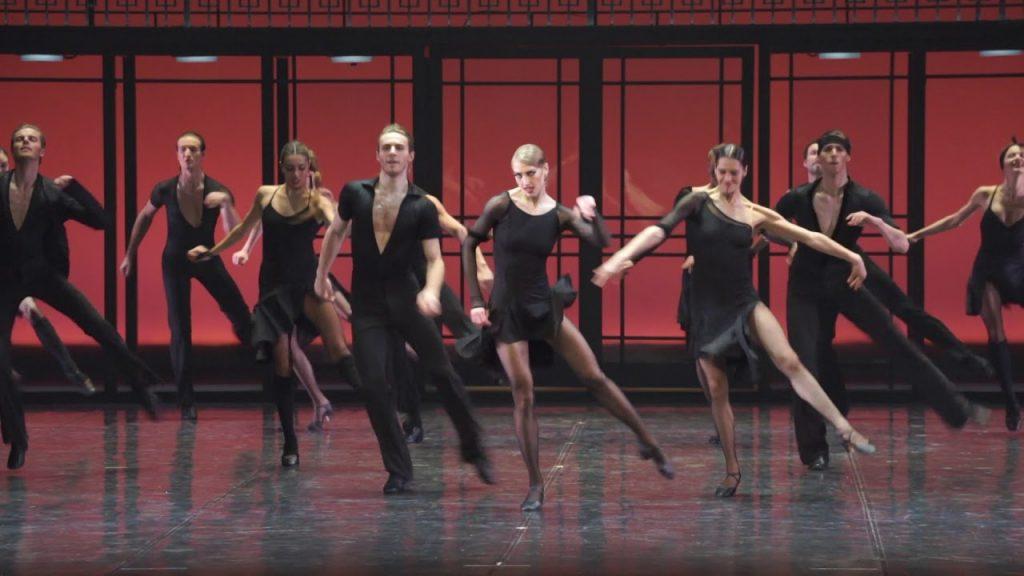 高身長のエイフマンバレエのダンサーたち