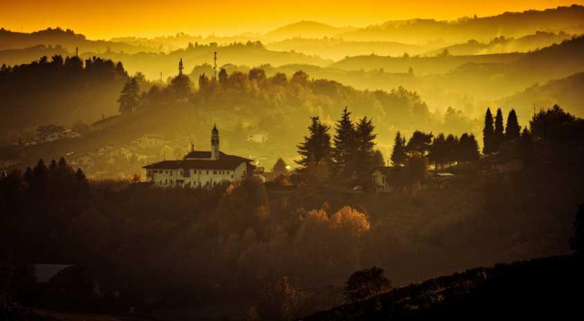 朝のアルバの風景