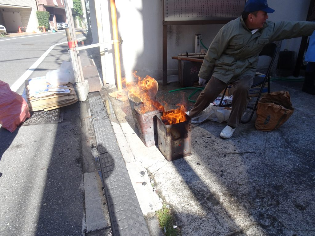 ドラム缶での焚き木
