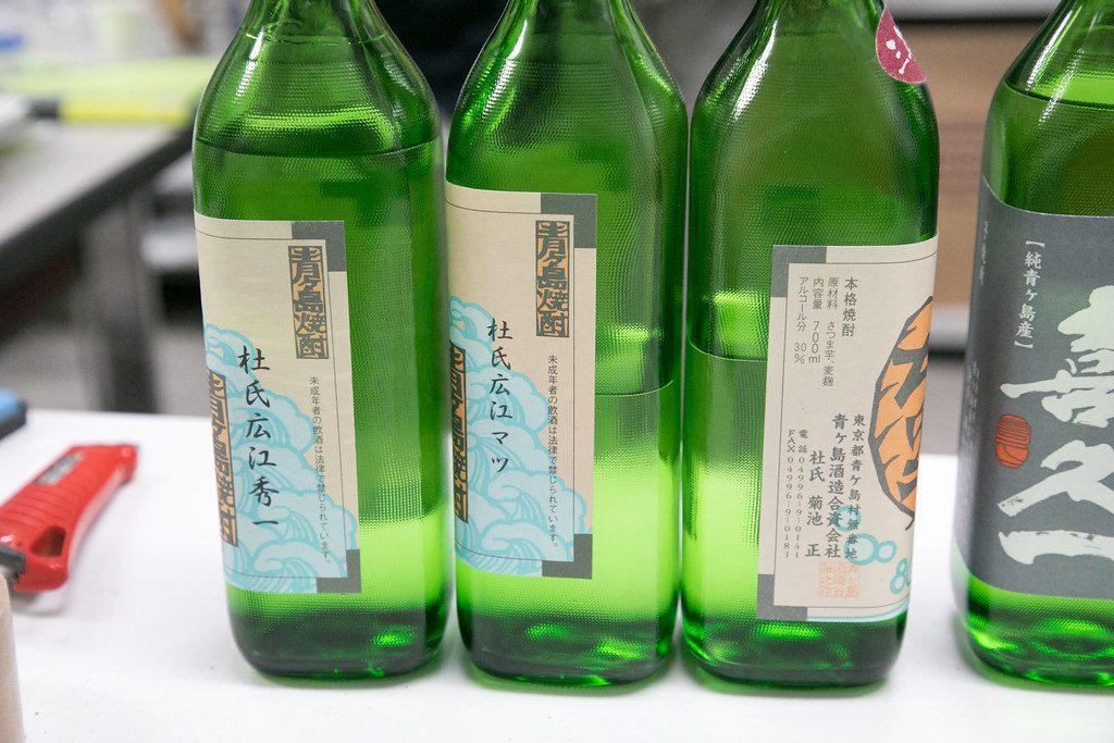 さまざまな杜氏さんが造った青酎のボトル