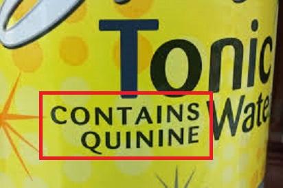 キニーネ含有と書かれたトニックウオーターのボトル