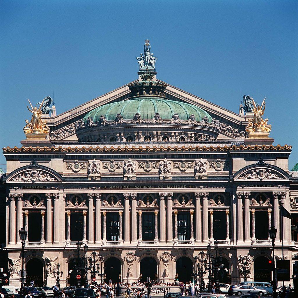 パリ・オペラ座の全景
