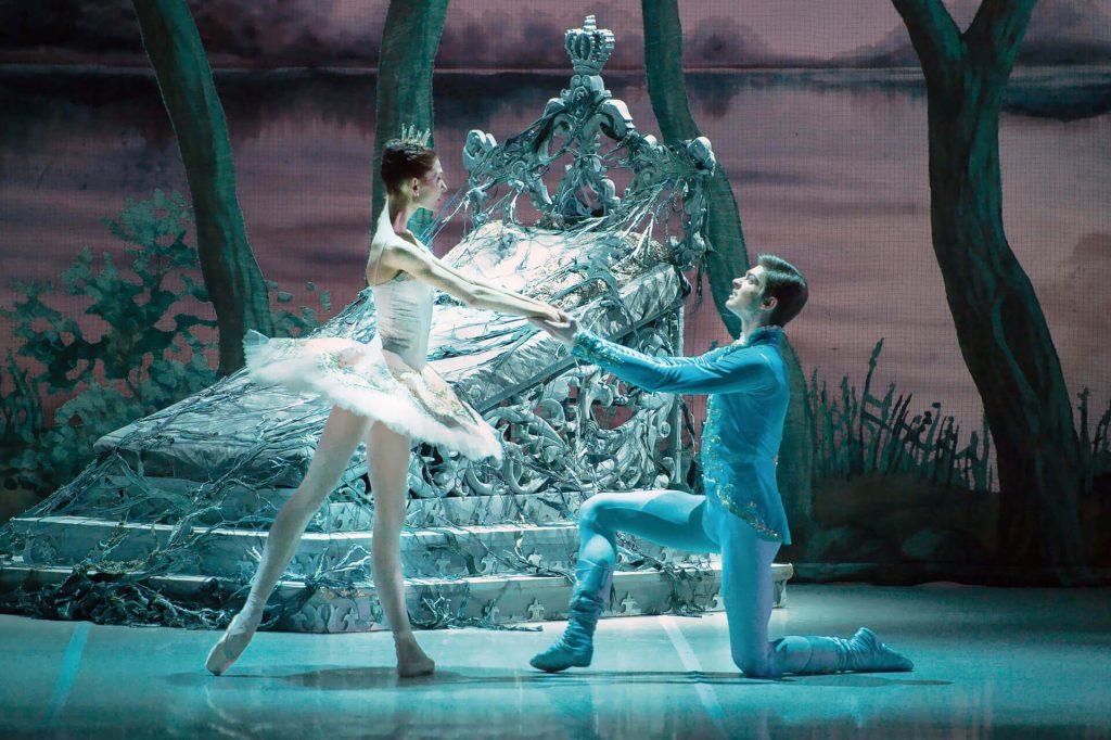 ロシアの伝統的な定番バレエのシーン