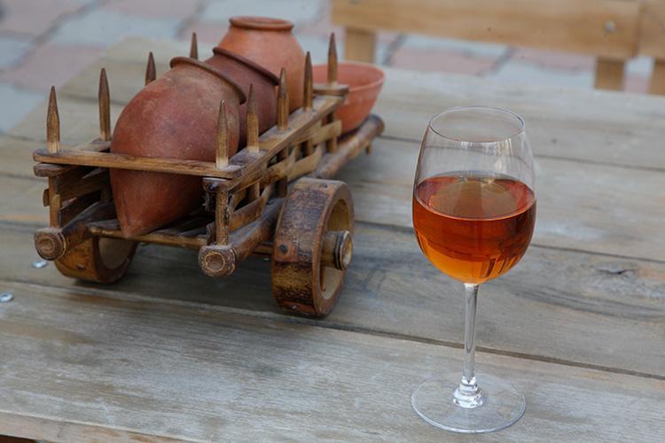 琥珀色をしたオレンジワイン