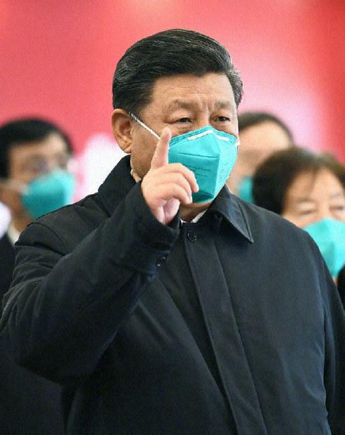 マスクして指示を出す中国の習近平さん