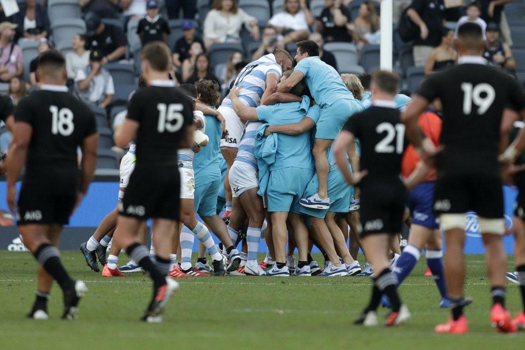 大喜びのアルゼンチンの選手