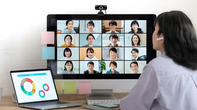 ギャラリービューで画面に登場するたくさんの人たちの顔