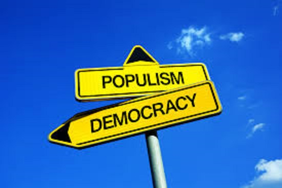 民主主義が危機にあるからこそポピュリストが呼び込まれることを示す図