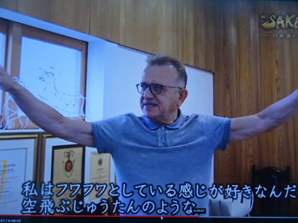 フワフワとする浮遊感を身体で示すジェフロアさん