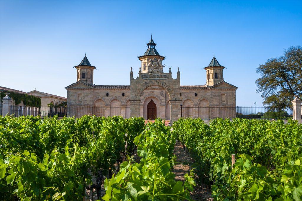 ボルドーのワイン畑とシャトー