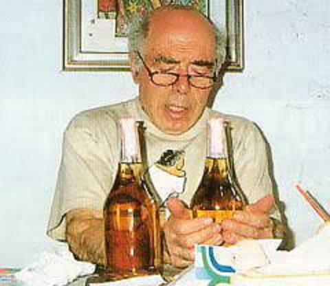 ラベルの絵を描くレヴィ爺さん