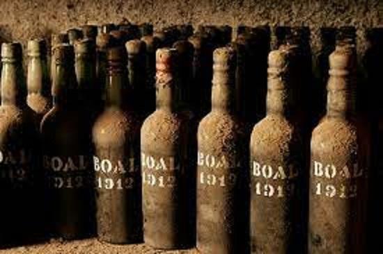 数百年前のマデイラのボトル