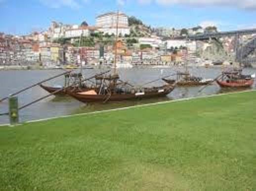 ポルトのドウロ川沿いの風景