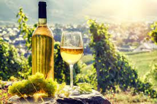 ワインを楽しむドイツの人々