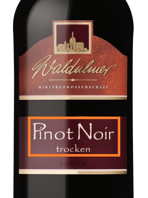 ラベルにトロッケンと記された赤ワインのボトル