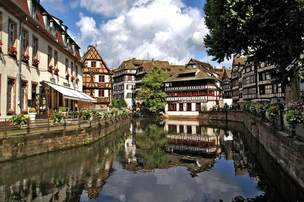 街を流れる運河