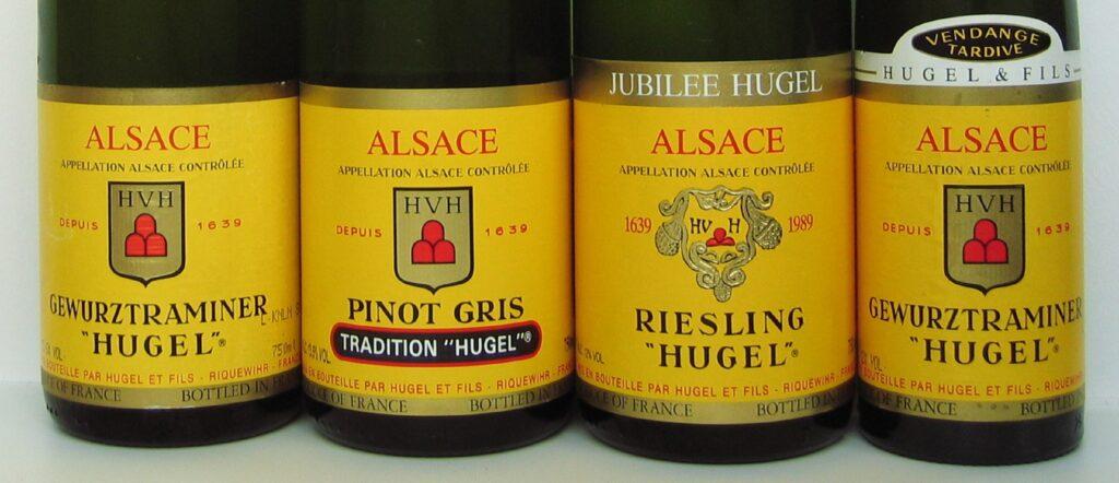 エチケットにブドウ品種が記載されたボトル